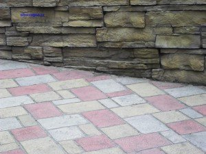Отмостка облицованная тротуарной плиткой