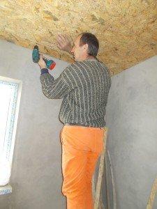 Облицовка потолка мансарды