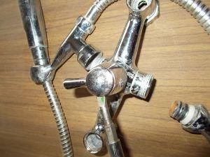 Снятие заглушки рукоятки золотникового переключателя