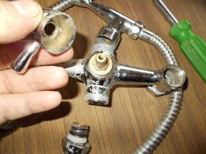 Снятие рукоятки с золотникового переключателя