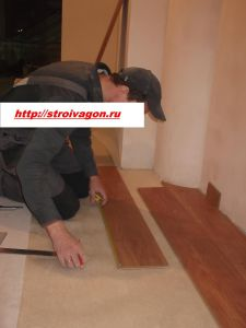 Как уложить ламинат на пол