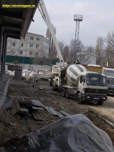 Разгрузка бетона в бетонную станцию.