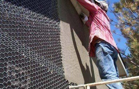Штукатурка стен по натянутой стальной сетки