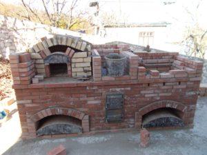 Кладка стен входа в варочную камеру русской печи